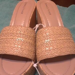 Ladies Donald / Pliner  Sandals